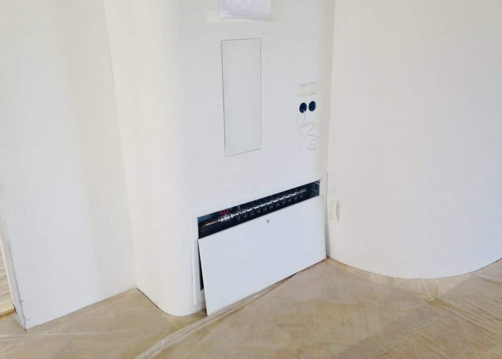 Шкаф коллектора радиаторов со скрытой установкой