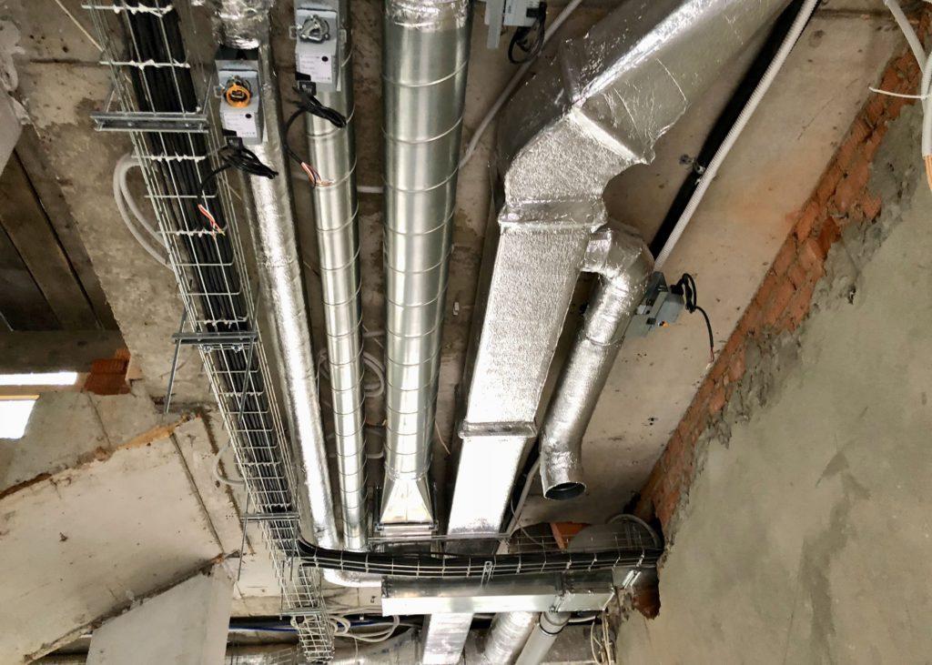 Воздуховоды системы вентиляции и кондиционирования, а также электрические кабельные каналы